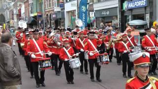 Straatparade ter ere 12,5 jarig jubileum Kamper Jachthoornkorps