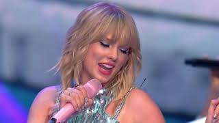 Taylor performs ME! at Germany