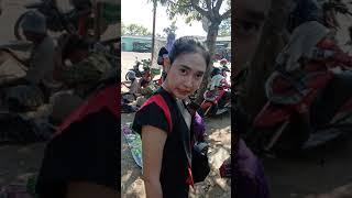 Viral...!!! Rayuan Mesra SPG Cantik Rokok Kepada Jinak TV Dipasar Sapi Winong Pati
