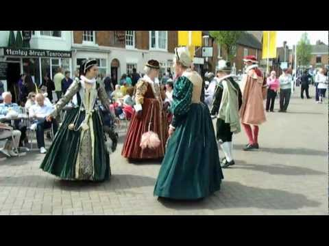 ELIZABETHAN DANCING AND COSTUME ON SHAKESPEARE BIRTHDAY PART 2