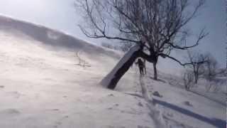 風をかわせる東面にはなんとか良いパウダーが残ってました。 が、油断す...