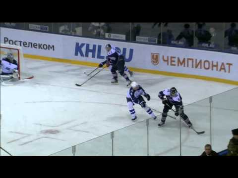 Wojtek Wolski feeds Sergei Mozyakin with a huge assist from his back