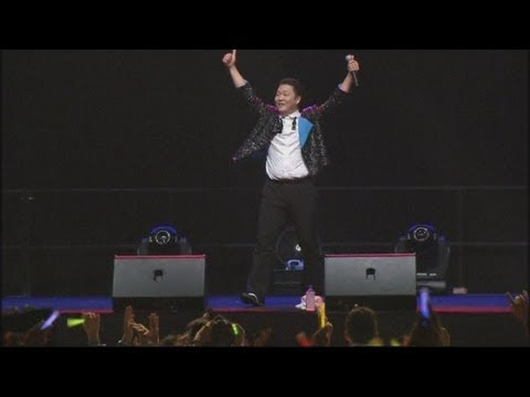 Psy's Gangnam Style hits Singapore