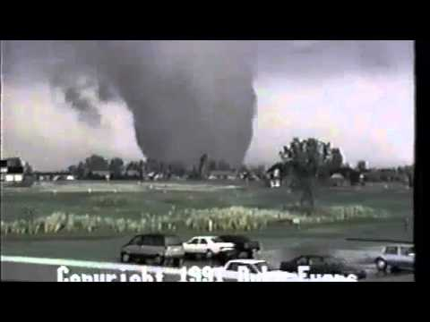 Duke Evans' 1991 video of the Andover tornado