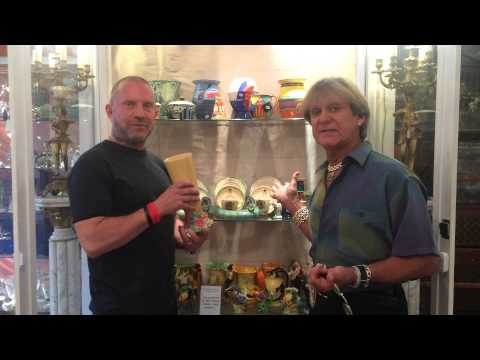 Ian Towning & David talking about collectables.