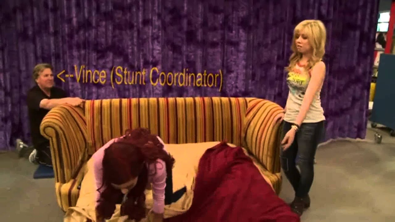 Sam And Cat Sofa Bed Trick Dane With Chaise The Couch Youtube
