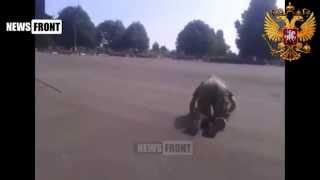 Шокирующее видео  пьяный ползающий украинский военный!