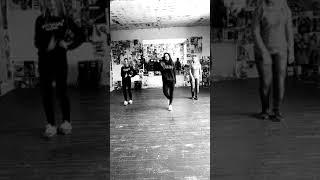 танець на 8 березня (Український)КОТИКУ ХОДИ ДО МИШЕЧКИ