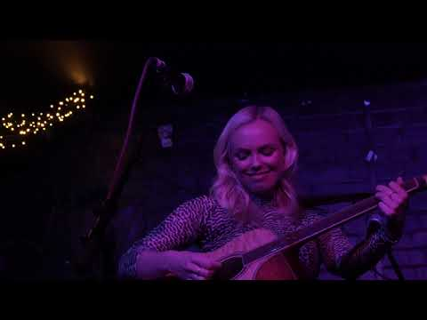 Emily Faye - Leaving Looks Good On You @ The Slaughtered Lamb 25-11-2019-4k