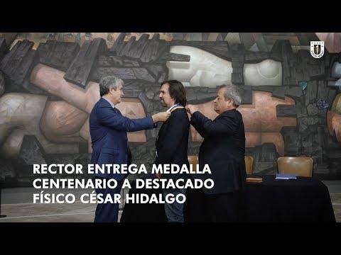 #UdeC100Años: Dr. César Hidalgo recibe medalla #CentenarioUdeC