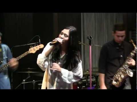 Raisa With BLP - Serba Salah @ Mostly Jazz 12/07/12 [HD]