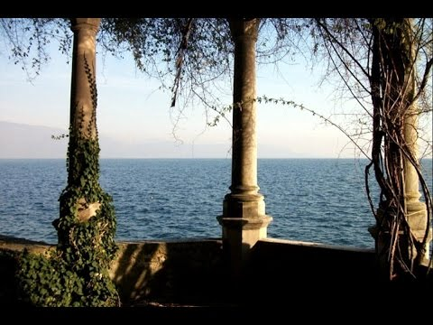 Waterfront historic house for sale Italy  |  Storica villa Gardone vendita fronte lago