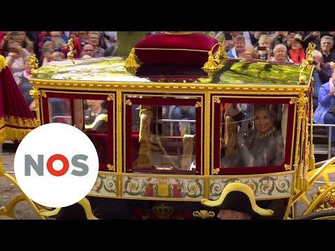 GLAZEN KOETS: Koning en koningin rijden naar Binnenhof