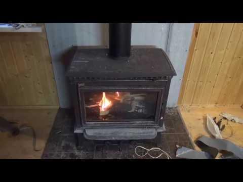Установка печи-камина + монтаж дымохода, своими силами на даче в деревянном доме