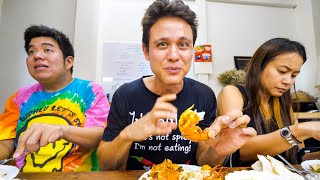 Download Ancient Thai Food - JUMBO SHRIMP CURRY at 8 Seat Restaurant in Bangkok! | สำรับสำหรับไทย Mp3 and Videos