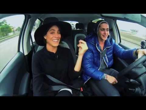 Tini Stoessel junto al Citroën C3 Soundtrack Spotify