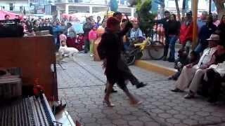 La participación de Gloria la Matancera en los Reyes acozac en el baile de danzón.
