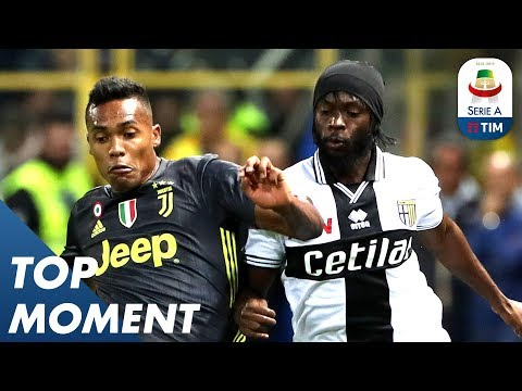 Gervinho's Great Run Stopped by Sandro! | Parma 2-1 Juventus | Top Moment | Serie A