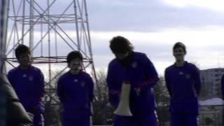 2012年1月28日のチーム始動日でのランコ・ポポヴィッチ監督、森重真人の...