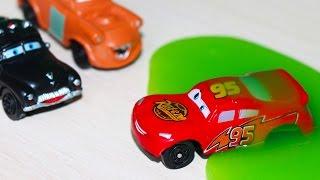 Тачки 2 игрушки Маквин застрял в слизи мини мультик  Disney Cars 2 Makvin and his friends
