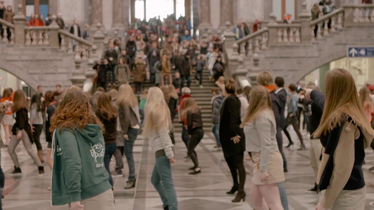 Flashmobs, they never get out of fashion