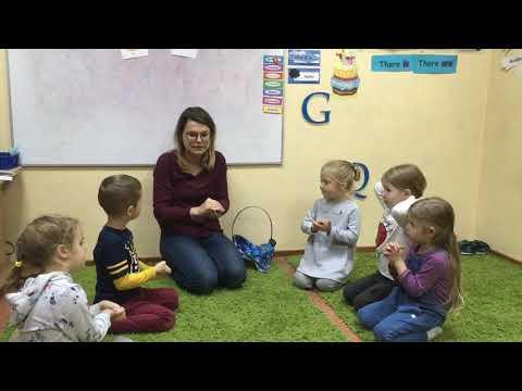 Английский для детей. Here is the beehive. Great song for kids!