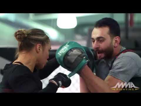 На UFC 184: Ронда Роузи открытую тренировку моменты