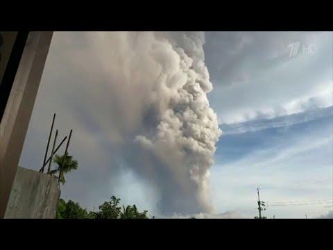 На Филиппинах проснувшийся вулкан вызвал коллапс в аэропорту Манилы.