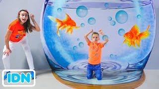 Vlad dan Nikita bersenang senang di Museum ilusi dan taman Dinosaurus