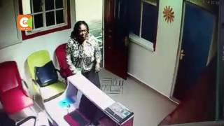 Beautiful Lady  caught stealing phones, laptops  at Emerald hostel at the University of Lagos.