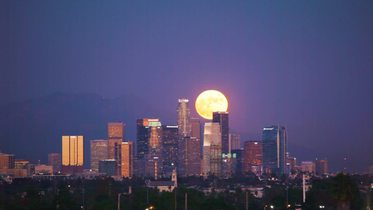 Full Moon Over Los Angeles - YouTube