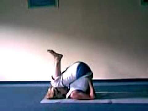Йога класс Випарита-карани-мудра