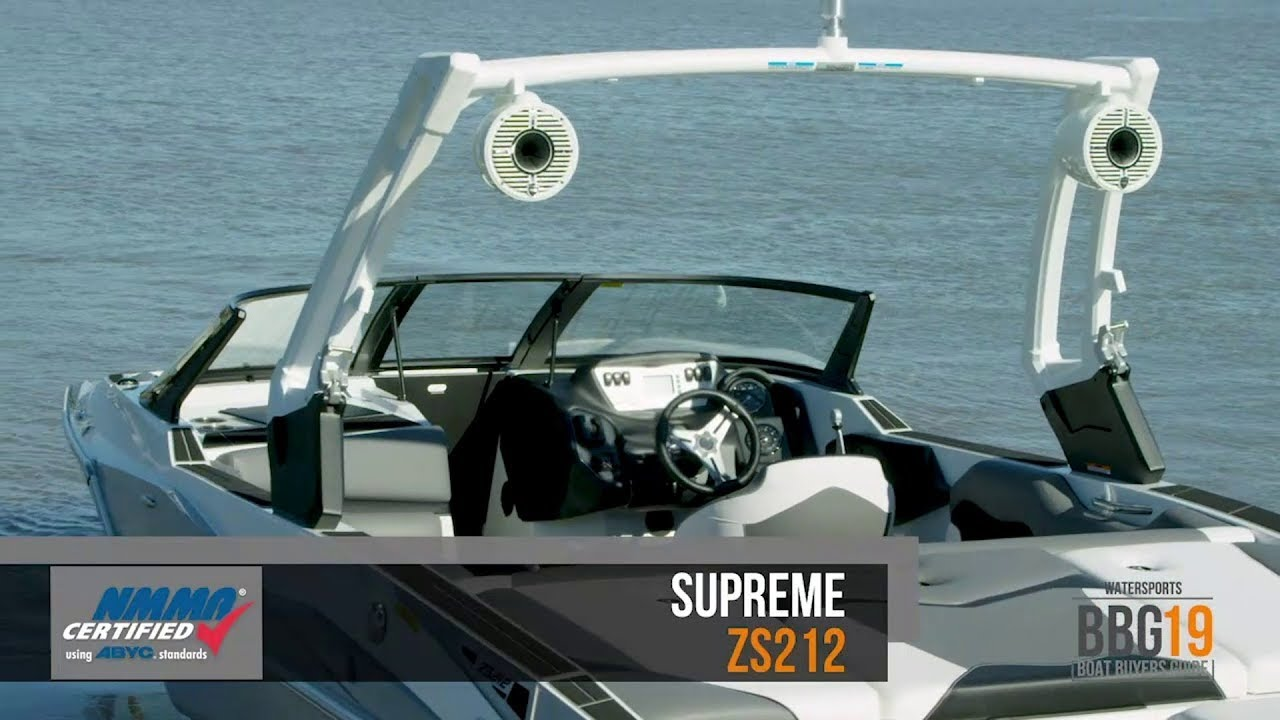 Thoughts and demo rides of wake / towsports boats: Moomba Max, Axis