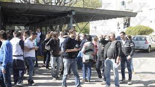 Fuerte protesta de choferes de transporte escolar en la Dirección de Escuelas