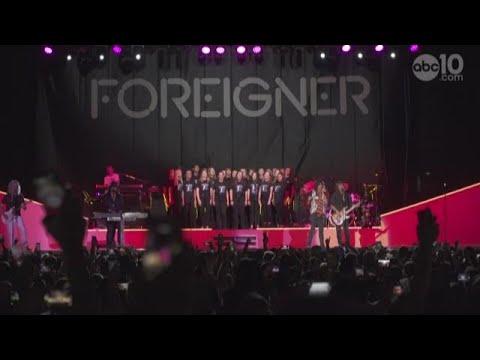 Foreigner performs with Rocklin High School Choir