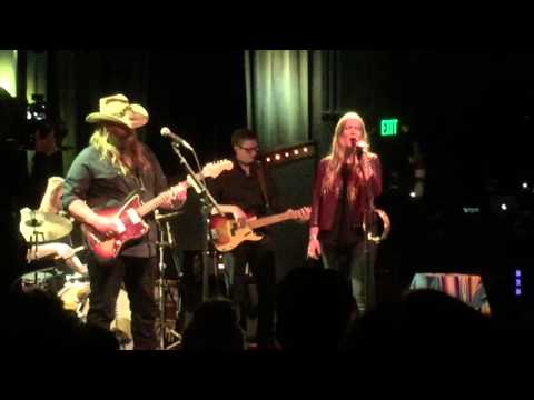 "Chris and Morgane Stapleton, ""You Are My Sunshine"""