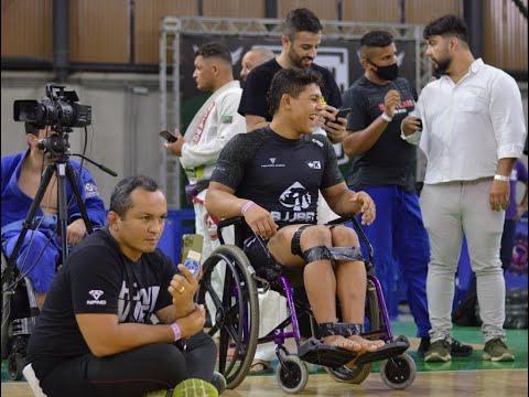 Mica Galvão luta com pernas amarradas na FCJJP