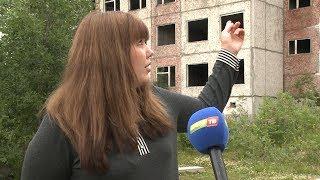 Почему недостроенное здание школы до сих пор открыто