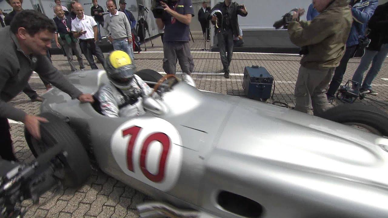 画像: ミハエル・シューマッハ&ニコ・ロズベルグ、W196をドライブ youtu.be