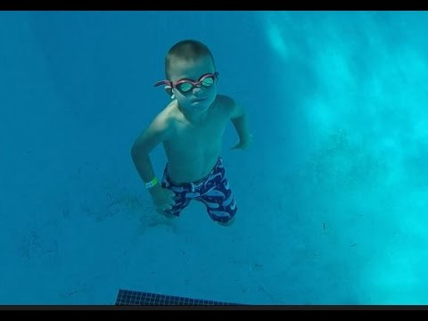 6 year old swims to bottom of 12ft deep pool!