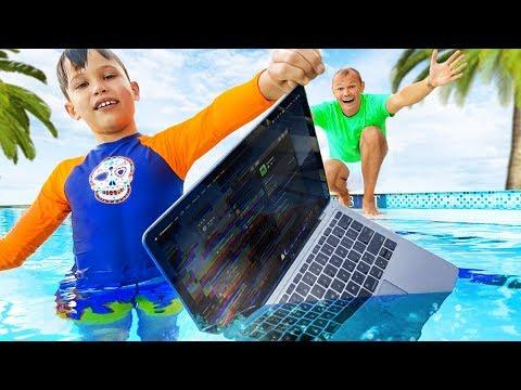 Макс искупал папин MacBook Pro в воде