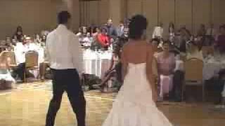 жених и невеста зажигают