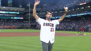LAD@ARI Gm3: Phelps throws out first pitch in Arizona