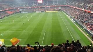 Aux armes dans le parcage visiteur lors du match Valenciennes-Lens