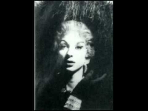Vintage drag queens advise