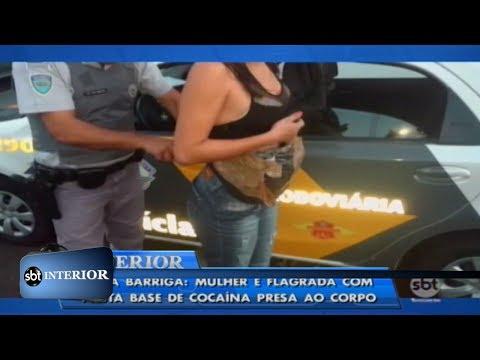 Falsa barriga: mulher é flagrada com pasta base de cocaína presa ao corpo