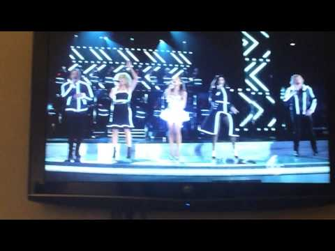 Ariana Grande and Little Big Town on CMAs 2014