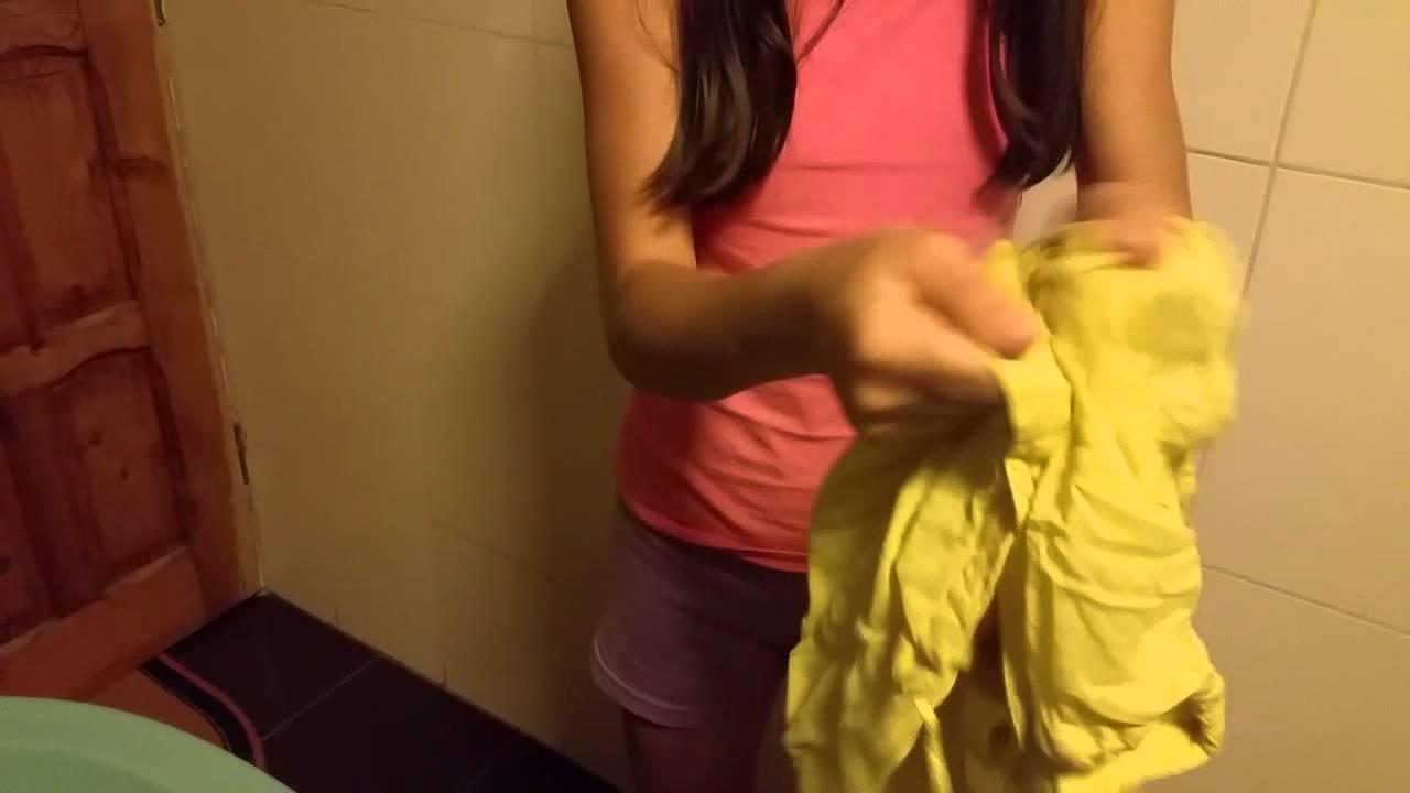 Cum îndepărtezi petele de machiaj de pe haine în funcție de țesătură
