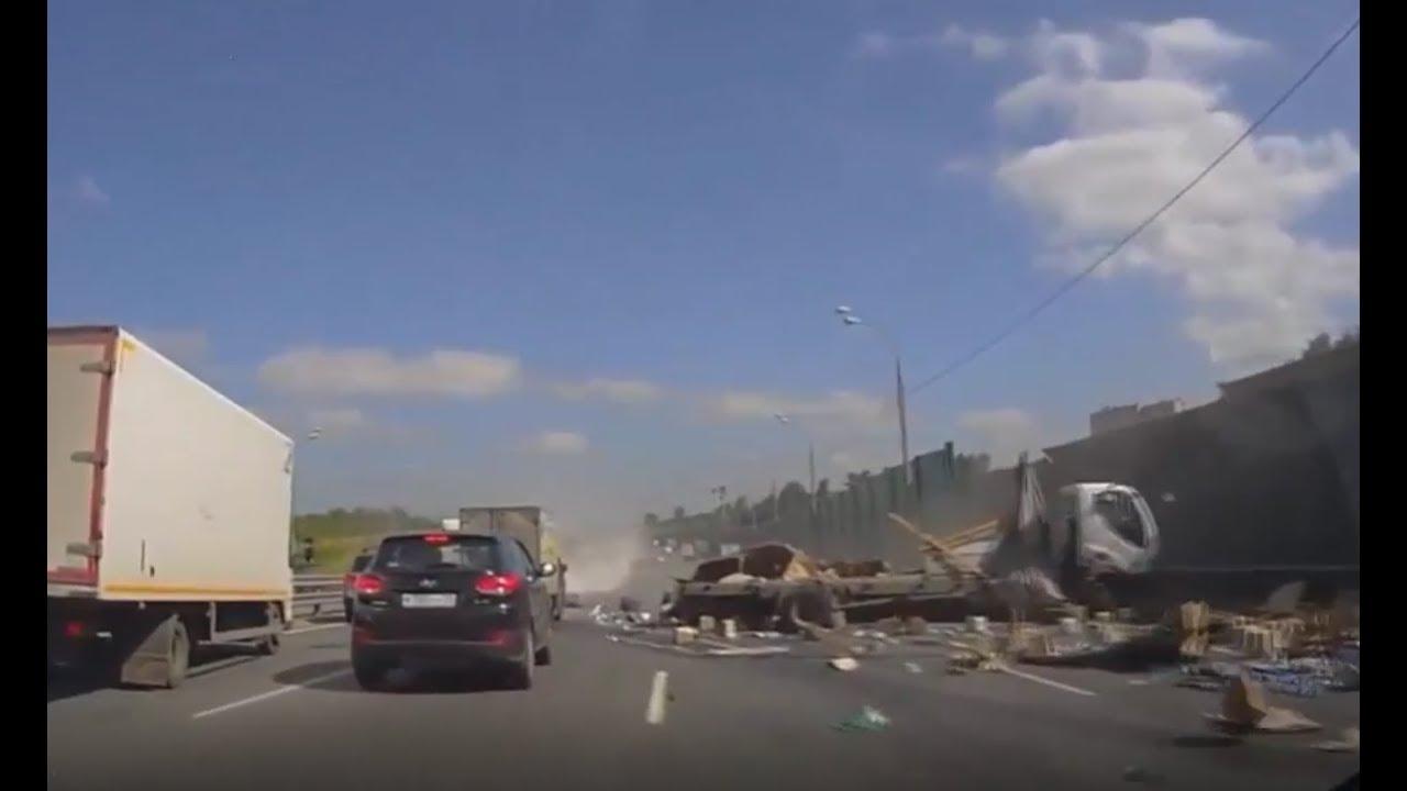Страшные аварии грузовиков. Слабонервным не смотреть.