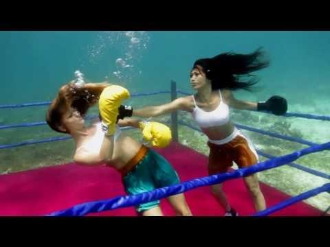 Nu DJ boc lua Angie Vu Ha choi Boxing duoi nuoc - YouTube